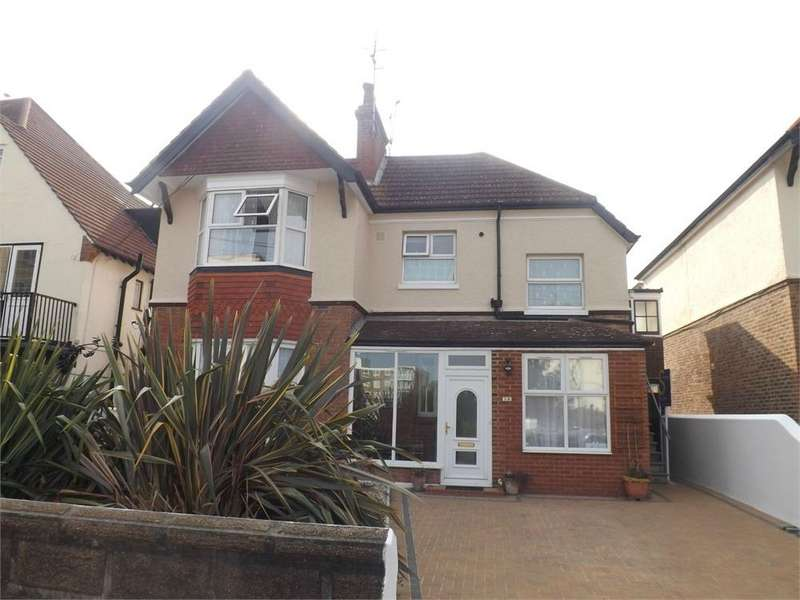 3 Bedrooms Flat for rent in Bedford Avenue, BEXHILL-ON-SEA, East Sussex