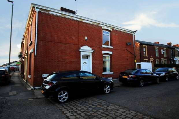 2 Bedrooms Property for sale in Saint James Street, Blackburn, Lancashire, BB2 4HD