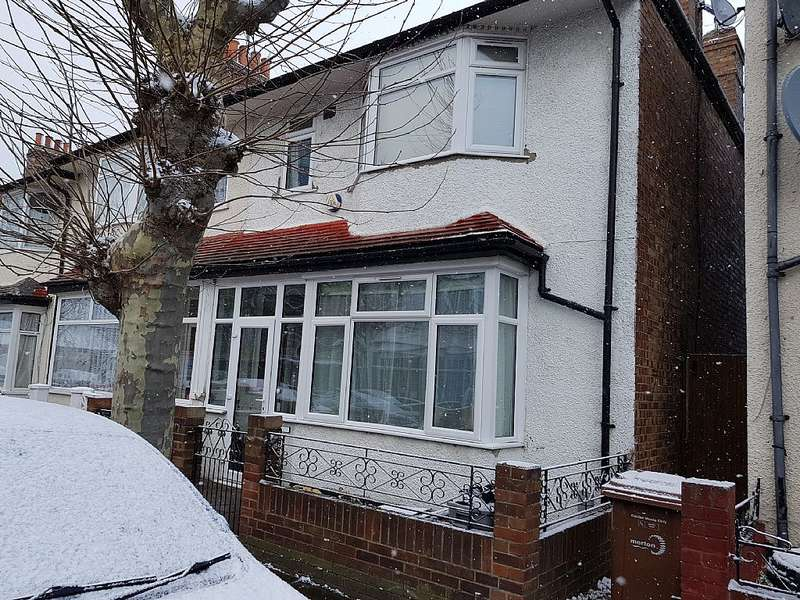 3 Bedrooms End Of Terrace House for sale in St. Barnabas Road, Mitcham, London, CR4 2DW