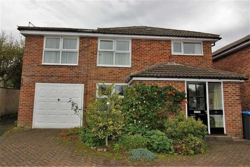 4 Bedrooms Detached House for sale in Dalewood Walk, Stokesley