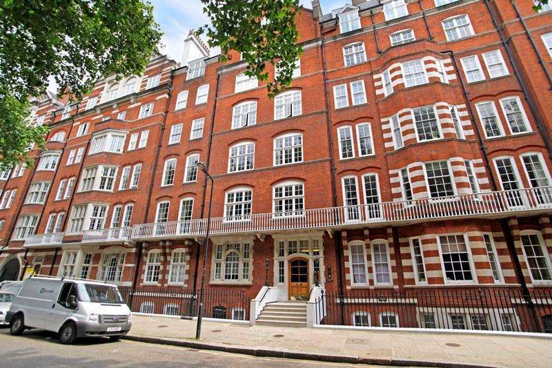 2 Bedrooms Flat for sale in Bedford Court Mansions, Bedford Avenue, London, WC1B