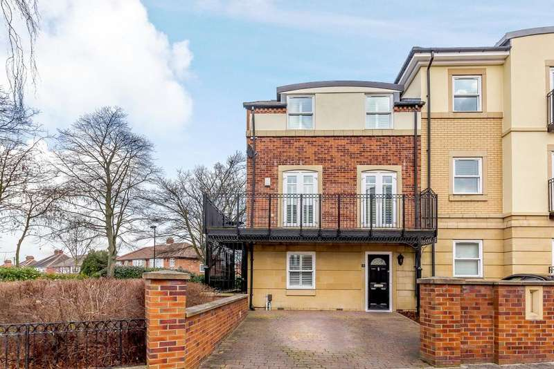 4 Bedrooms Semi Detached House for sale in Grove Park Crescent, Gosforth, Newcastle Upon Tyne, Tyne And Wear