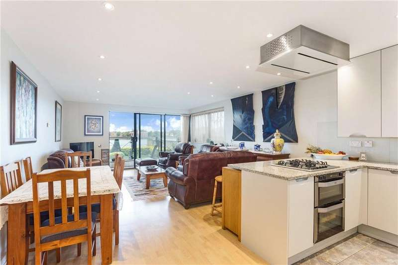 2 Bedrooms Flat for sale in Ocean Wharf, 60 Westferry Road, London, E14