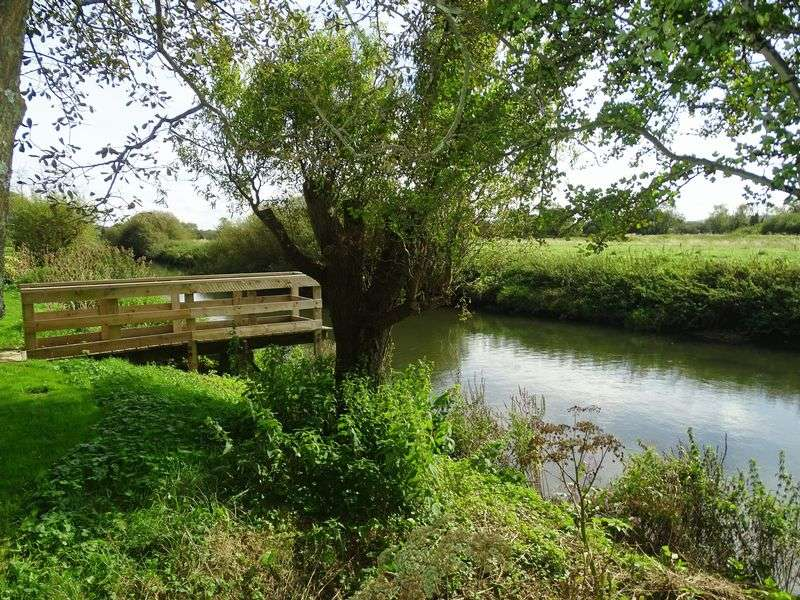 2 Bedrooms Property for sale in The Willows, Pulborough