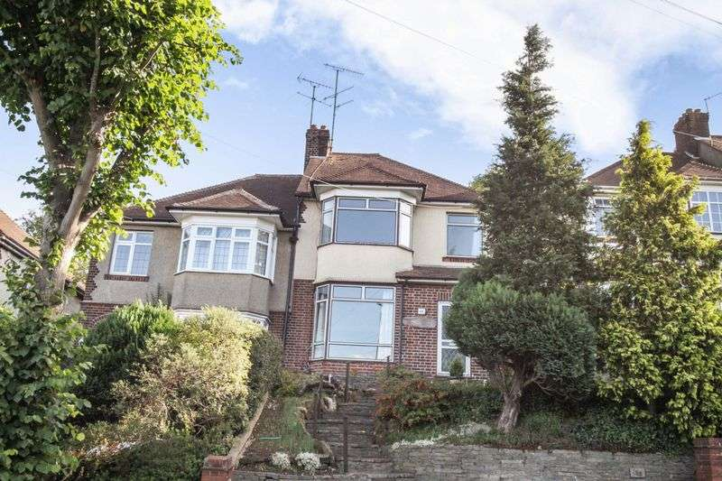 3 Bedrooms Property for sale in Stockingstone Road - near to Old Bedford Road and Round Green