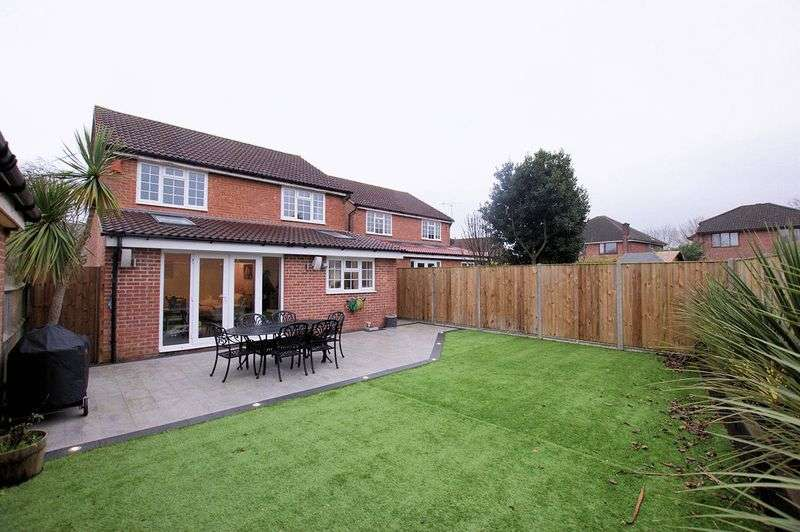 4 Bedrooms Property for sale in Longacres, Titchfield Common, Fareham