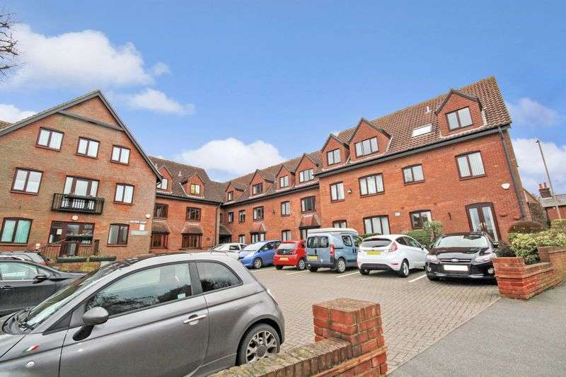 1 Bedroom Property for sale in Sawyers Court, Brentwood, CM15 8RH