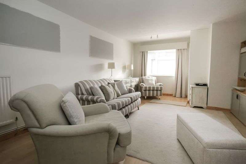 3 Bedrooms Property for sale in Crop Common, Hatfield