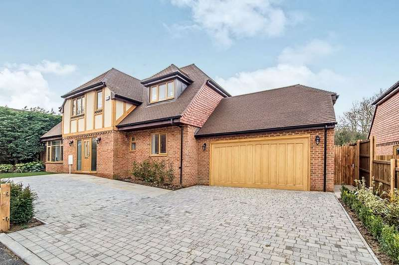 5 Bedrooms Detached House for sale in Leeds Road, Langley, Maidstone, ME17