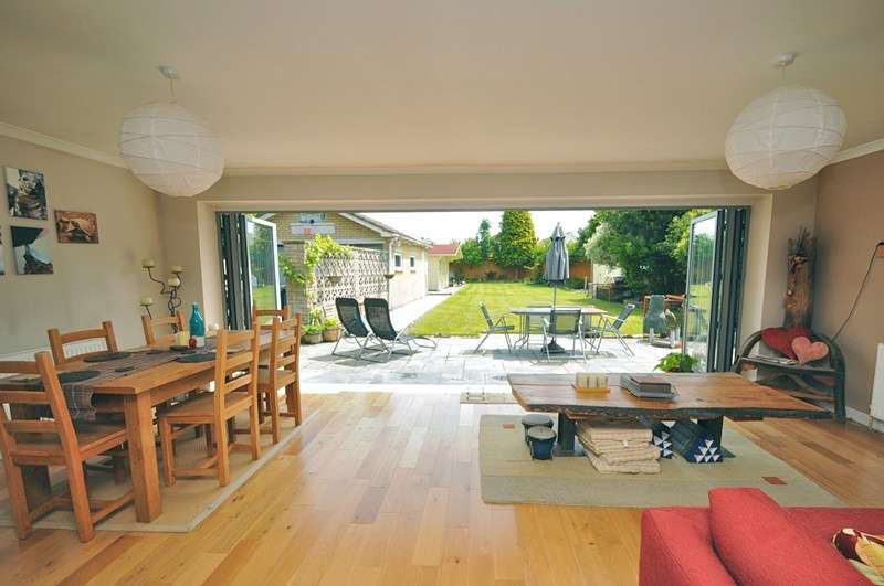 3 Bedrooms Bungalow for sale in Lake Road, Hamworthy, Poole