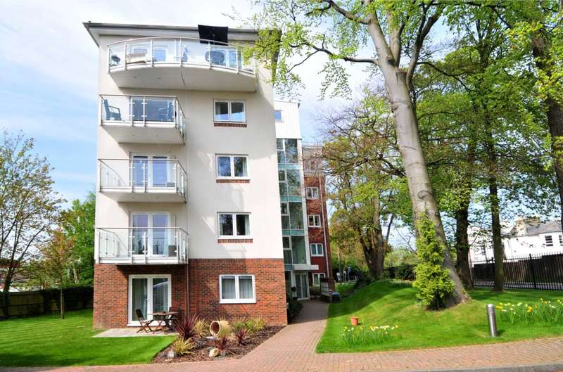 2 Bedrooms Apartment Flat for rent in The Pines, Turners Hill Road, Worth
