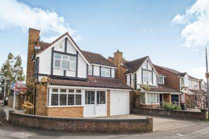 4 Bedrooms Detached House for sale in Tennyson Avenue, Houghton Regis, Dunstable, Bedfordshire