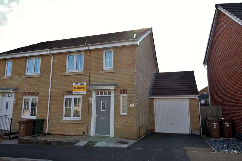 3 Bedrooms Semi Detached House for sale in Woodside Drive, Newbridge, Newport, NP11