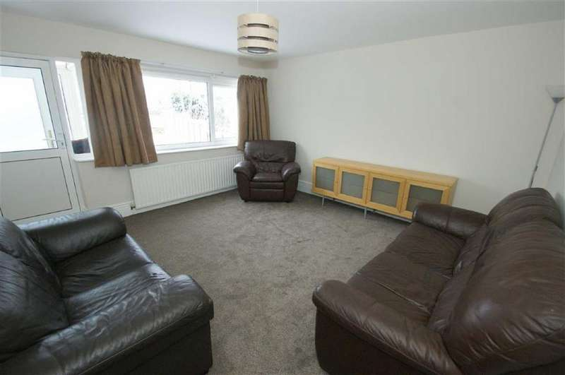 3 Bedrooms Terraced House for rent in Dominion Avenue, Gledhow Lane, LS7
