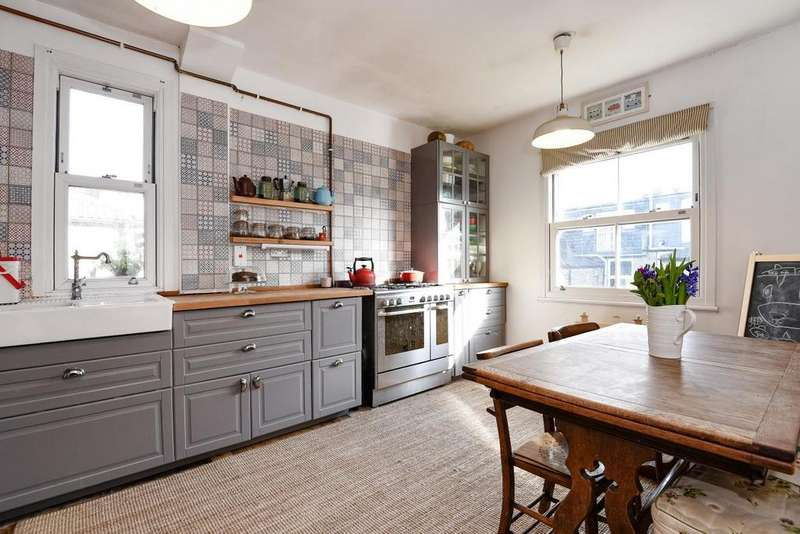 3 Bedrooms Maisonette Flat for sale in North View Road, Crouch End