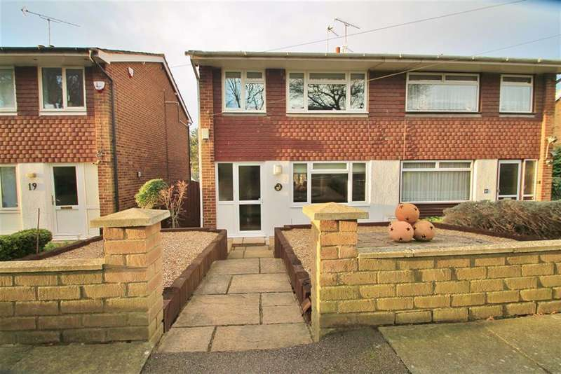 3 Bedrooms Town House for sale in Lyndhurst Way, Istead Rise, Gravesend, DA13 9EN