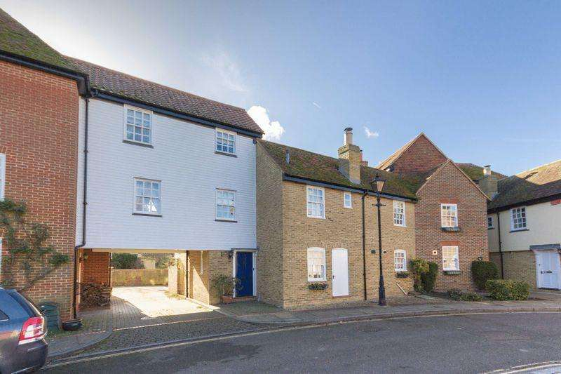 3 Bedrooms Terraced House for sale in Sandwich