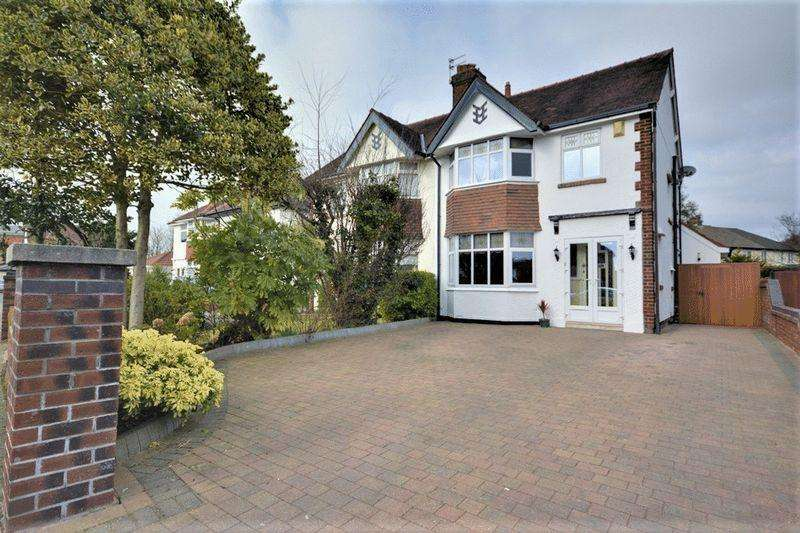 3 Bedrooms Semi Detached House for sale in Lynton Road, Southport