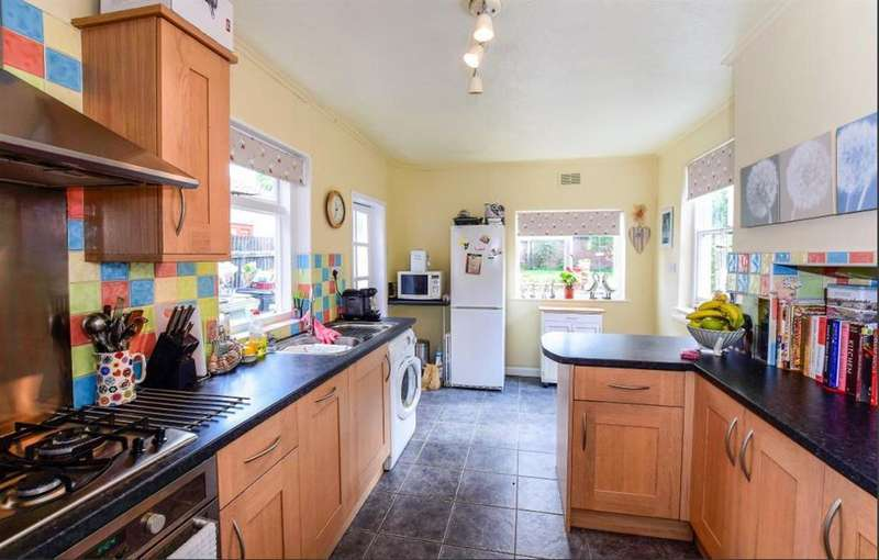 3 Bedrooms Terraced House for sale in Queen Street, Horncastle, Lincs, LN9 6BD
