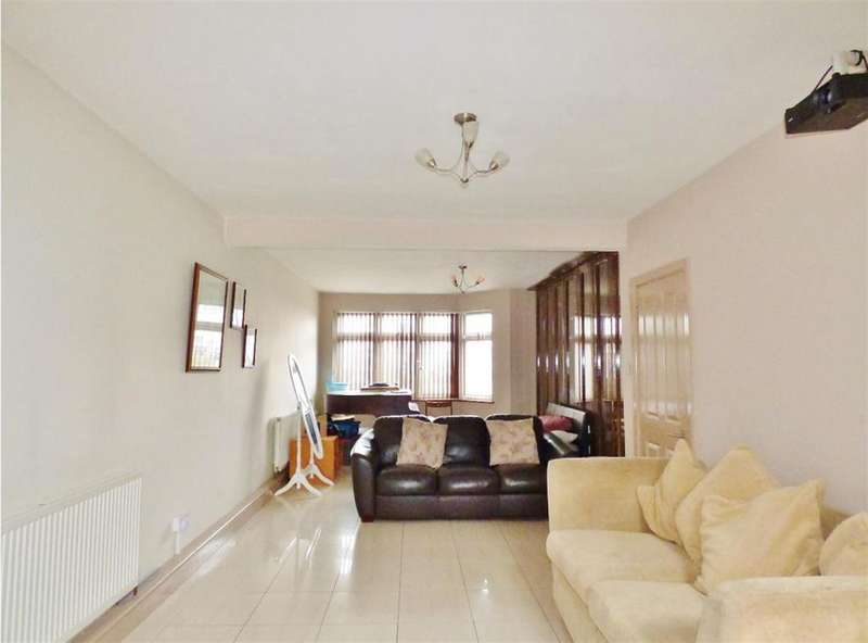 3 Bedrooms Semi Detached House for sale in Clifford Road, Hounslow, TW4