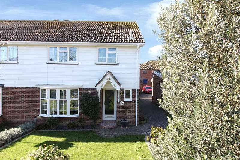 3 Bedrooms Semi Detached House for sale in Belinda Court, Folkestone, Kent CT19 5TP