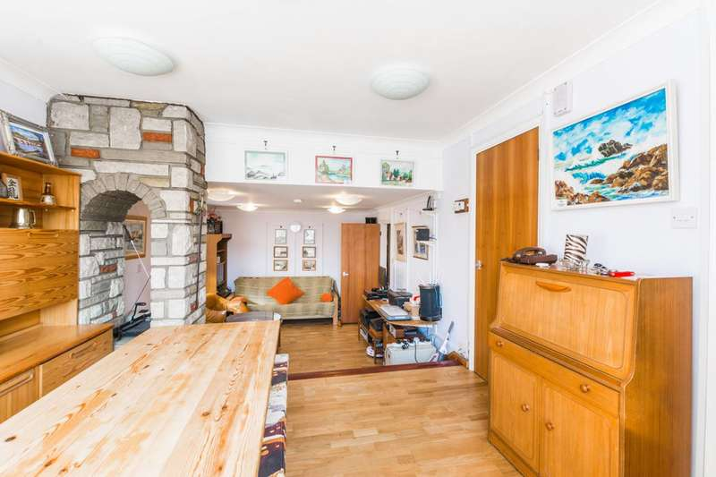 2 Bedrooms Bungalow for sale in Colney Hatch Lane, Muswell Hill, N10