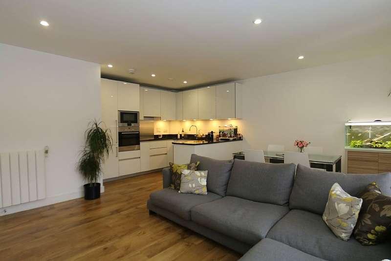 3 Bedrooms Apartment Flat for sale in Conningham Court, Kidbrooke Village, London, SE9