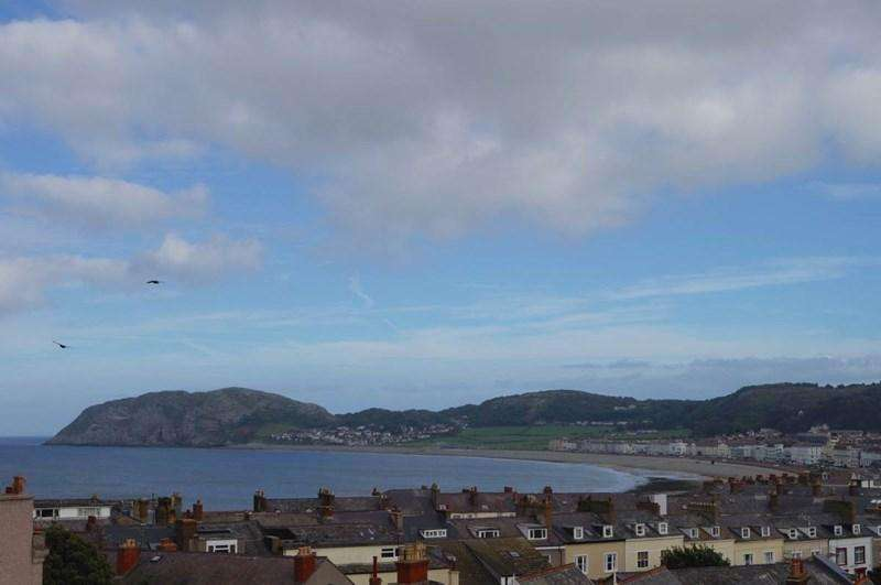 2 Bedrooms Apartment Flat for sale in 19 Church Walks, Llandudno