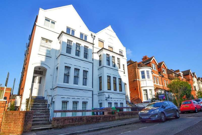 2 Bedrooms Ground Flat for sale in Claremont Gardens, Surbiton
