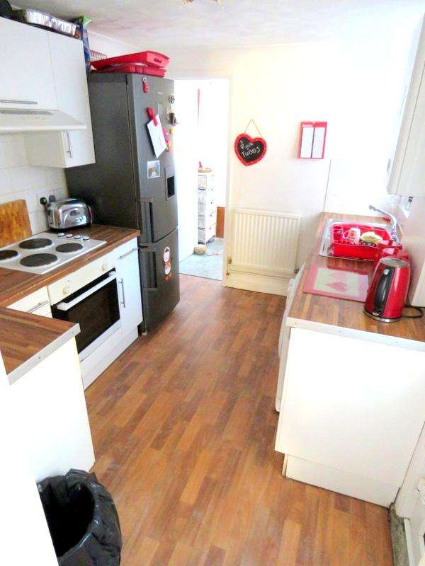 3 Bedrooms Terraced House for rent in Beach Road, Newhaven, East Sussex BN9
