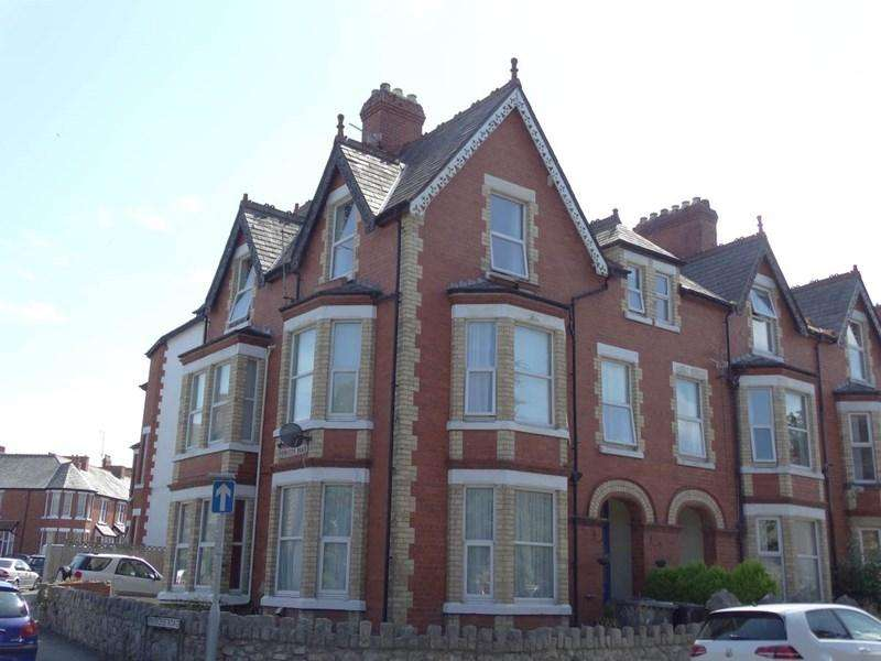 2 Bedrooms Apartment Flat for sale in Flat 3 16 Station Road, Old Colwyn