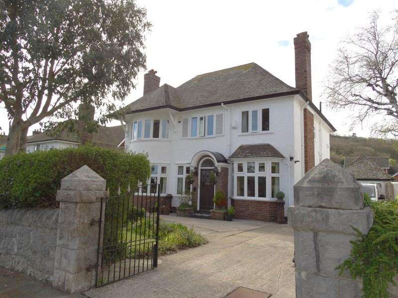 4 Bedrooms Detached House for sale in 71 Brompton Avenue, Rhos on Sea
