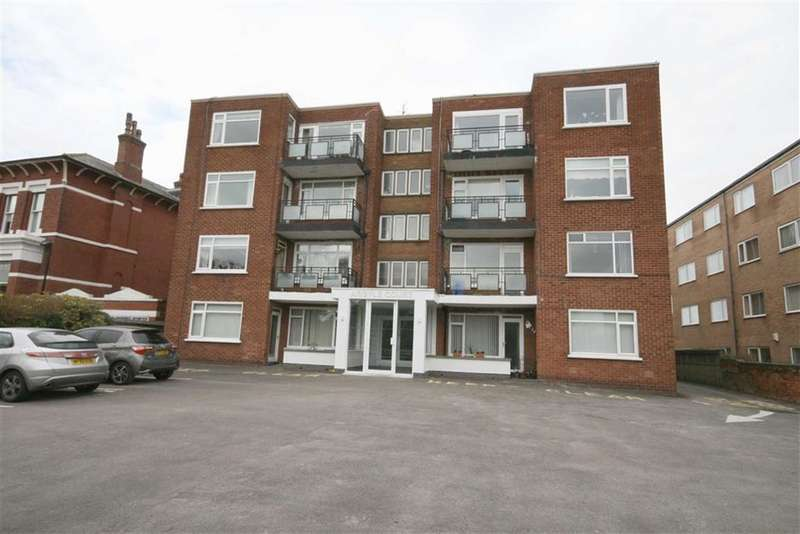 2 Bedrooms Apartment Flat for sale in Arglyle Road, Southport