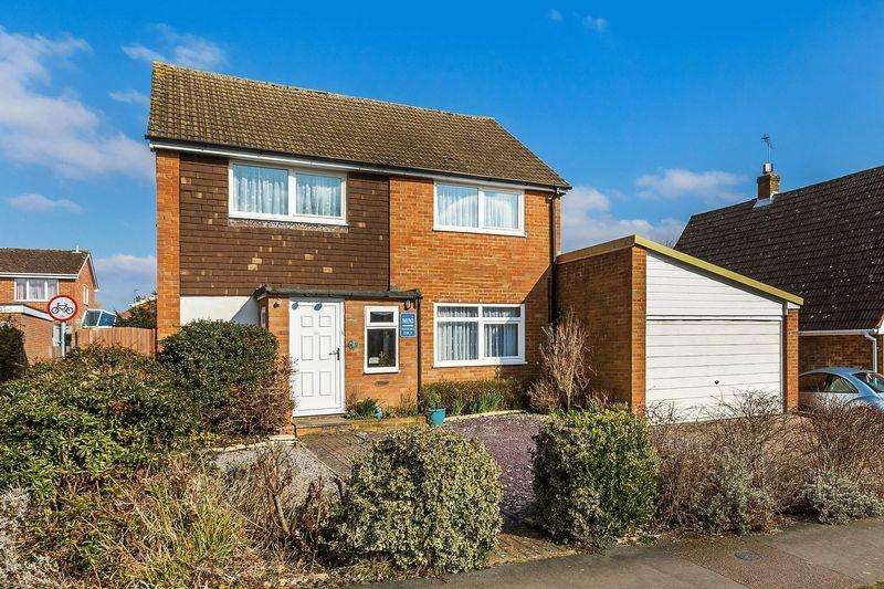 4 Bedrooms Detached House for sale in Willow Way, Farnham