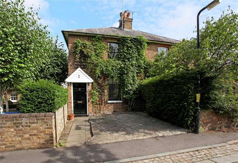 2 Bedrooms Semi Detached House for sale in Gloucester Place, Windsor, Berkshire, SL4