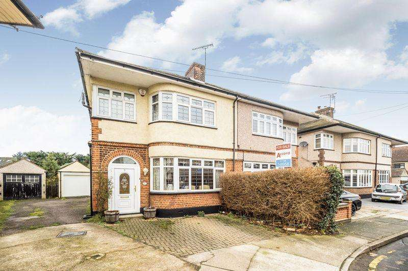 3 Bedrooms Semi Detached House for sale in Eyre Close, Romford
