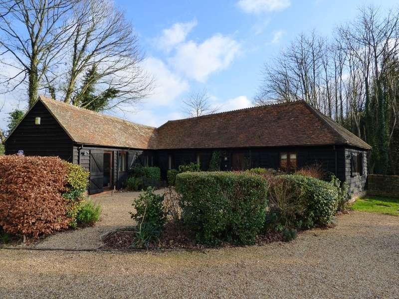 3 Bedrooms Barn Conversion Character Property for sale in Old Buddington Lane, Easebourne, Midhurst, GU29