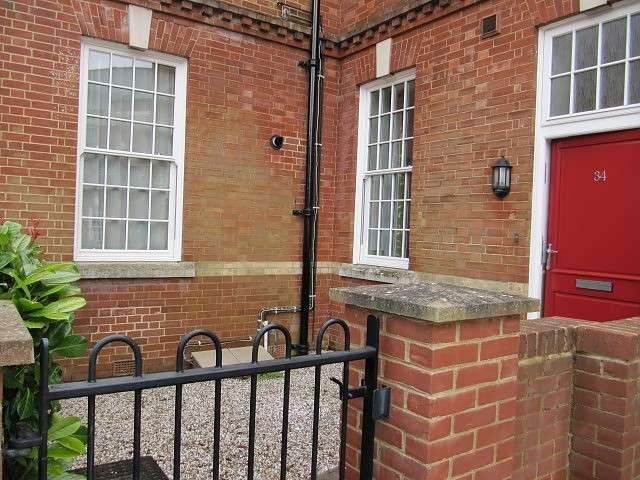 2 Bedrooms Flat for rent in Limes Park, Basingstoke
