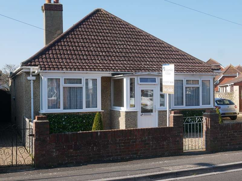 3 Bedrooms Detached Bungalow for sale in Wootton Road, Lee-On-The-Solent