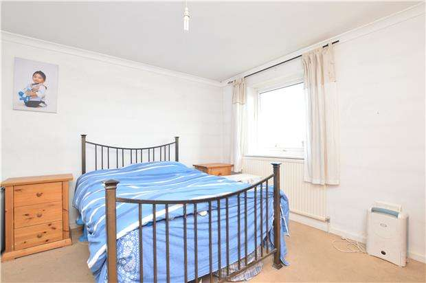2 Bedrooms Flat for sale in Woodlands Road, REDHILL, RH1 6BU
