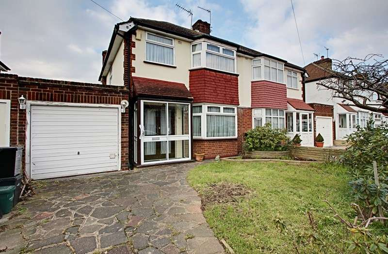 3 Bedrooms Property for sale in Linden Gardens, Enfield