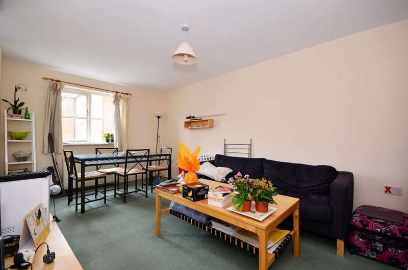 2 Bedrooms Flat for rent in Otter Close, Stratford, E15