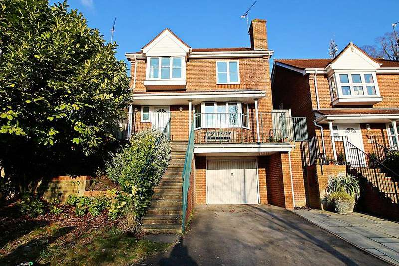 4 Bedrooms Detached House for sale in Tredegar Road, Emmer Green, Reading