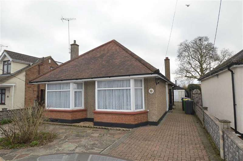 2 Bedrooms Detached Bungalow for sale in Rectory Road, Rochford, Essex