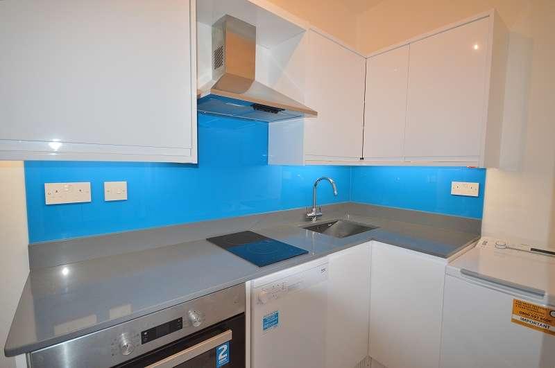 1 Bedroom Studio Flat for sale in Flat 1 Fox Lane, Palmers Green, London. N13