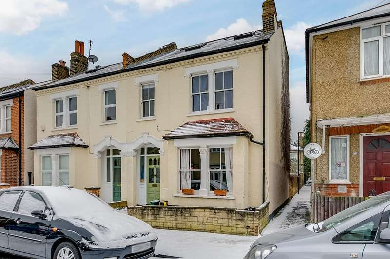 4 Bedrooms Semi Detached House for sale in Percy Road, Old Isleworth
