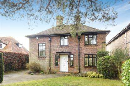 4 Bedrooms Detached House for sale in Crofton Road, Orpington