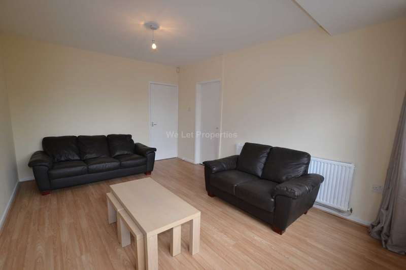 5 Bedrooms House for rent in Brownslow Walk, Manchester