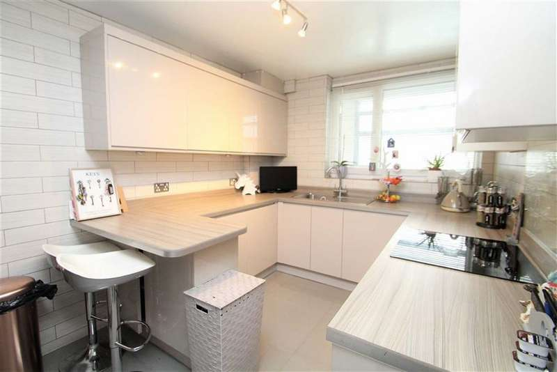 3 Bedrooms Maisonette Flat for sale in Marina Court, Greenford, Middlesex