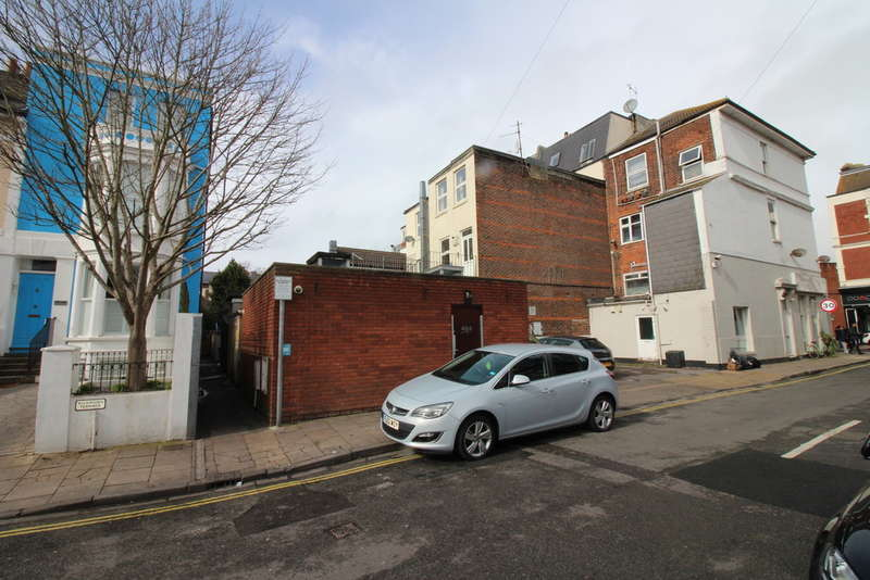 8 Bedrooms Flat for rent in Osborne Road, Southsea